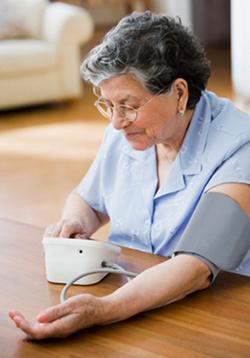 Het is belangrijk om zelf regelmatig je bloeddruk te meten.