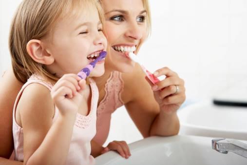 Grâce à une bonne hygiène buccale, on peut éviter l'accumulation de plaque dentaire. Celle-ci peut générer un certain nombre de problèmes, de la gingivite à la perte de dents.