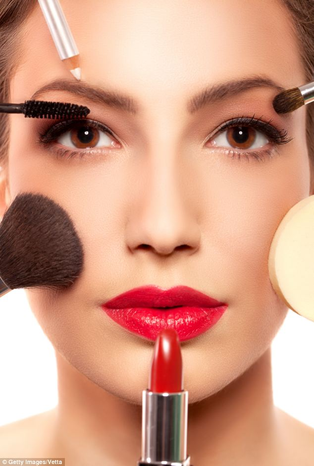 Il est de plus en plus commun qu'une personne soit allergique au maquillage.